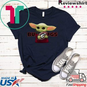 Baby Yoda Hug Georgia Bulldogs Tee Shirt