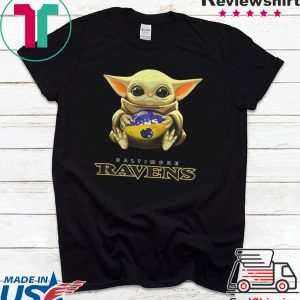 Baby Yoda hug Baltimore Ravens Classic T-Shirt