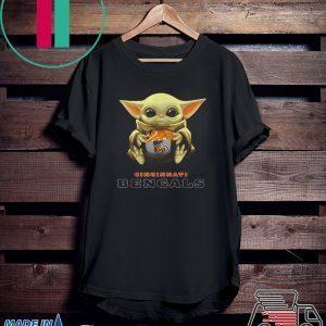 Baby Yoda hug Cincinnati Bengals Tee Shirt